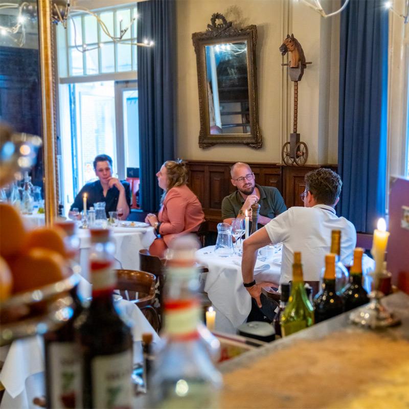 Gegaarde lamsracks met artisjok, gratin van nieuwe aardappel en een tijmsaus